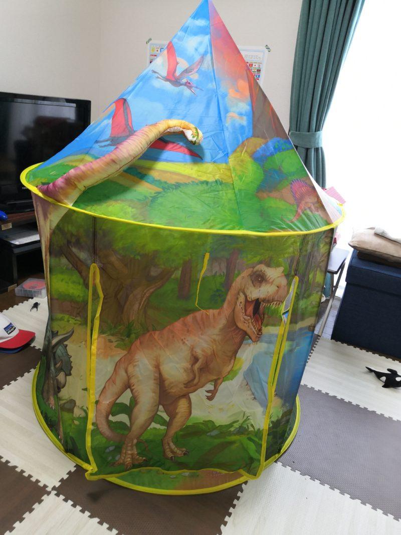 テントの正面 ティラノサウルス